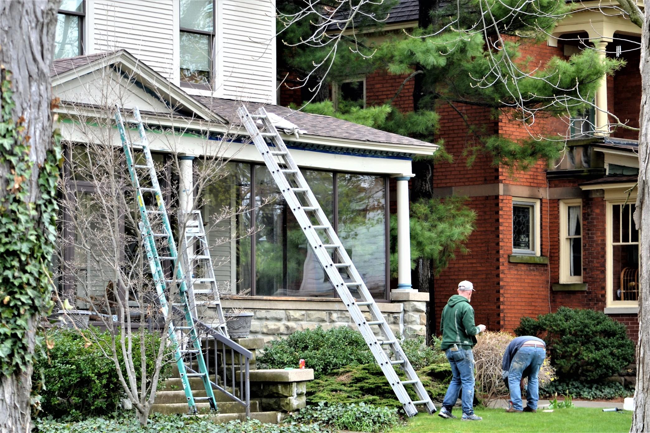 Eine günstige Gelegenheit für nachhaltige Dacheindeckung. Foto maginnis via Twenty20