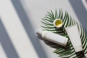 Nachhaltige Kosmetik ist gut für die Umwelt und für die eigene Haut. Foto alinabuzunova via Twenty20